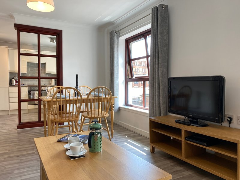 Greyfriars 2 Bedroom Apartment - Merchant City with Parking, holiday rental in Rutherglen