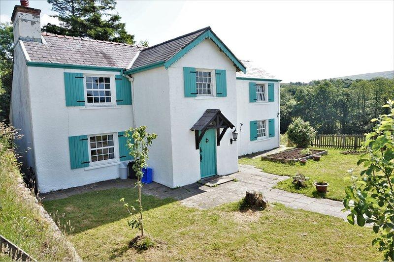 Gerdinen Ganol Farmhouse, holiday rental in Tycroes