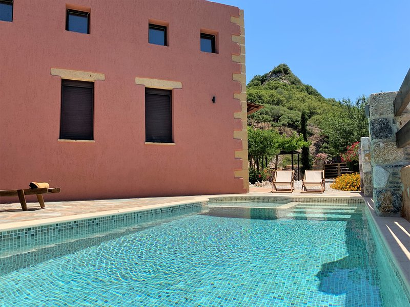 ArchonVilla an Affordable Luxury Stay, vacation rental in Crete