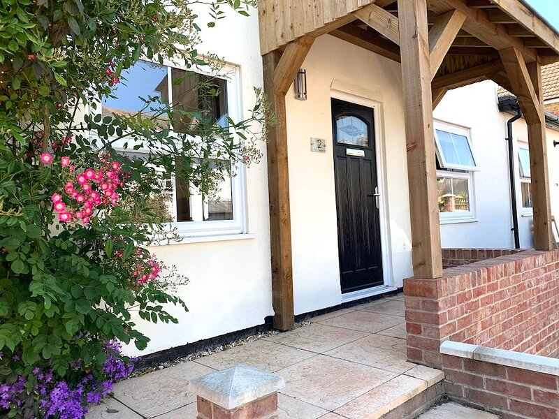 Apple Cottage, Pet Friendly New Forest Holiday Cottage in Lyndhurst with Parking, holiday rental in Wellow