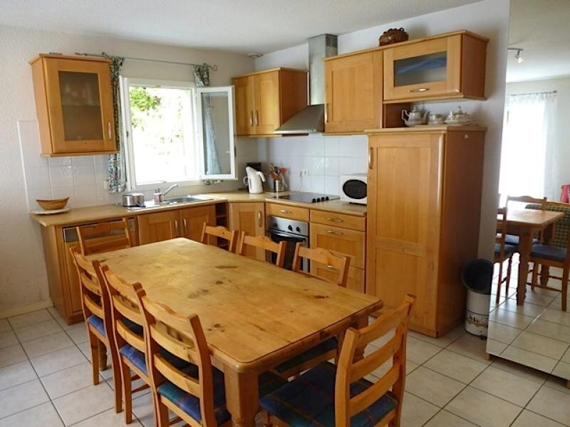 MAISON INDEPENDANTE AVEC PETIT ESPACE VERT, GARAGE, 3 CHAMBRES, holiday rental in Betpouey