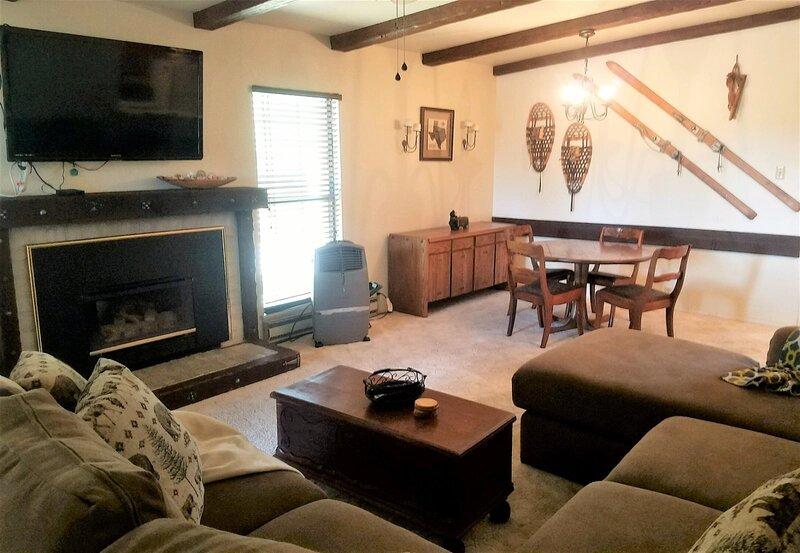 Busy Bee's Retreat - Cozy Cabins Real Estate, LLC., vacation rental in Alto