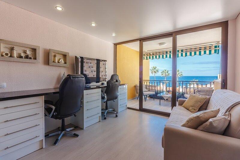 Apartment with fantastic ocean views. ВИД на ОКЕАН, КОМФОРТ ЛЮКС + ! COMFORT, holiday rental in Puerto de Santiago