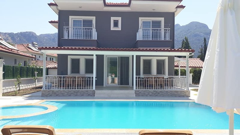 Villa EMA - luxury and tranquility all in one, alquiler vacacional en Okcular