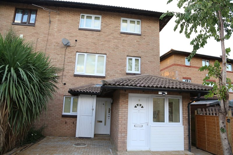 A A Guest Rooms Thamesmead Immaculate 4 Bed Rooms, location de vacances à Dartford