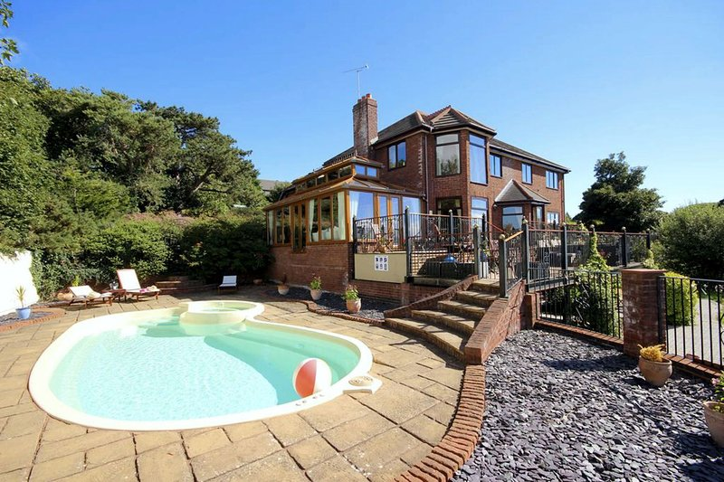 Large luxury private home, sleeps 12 with Outdoor Heated Swimming Pool & Views!, vacation rental in Colwyn Bay