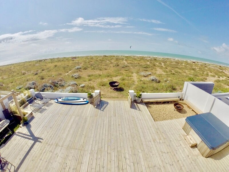 Beach House with decked garden (& hot tub) leading directly onto Shoreham Beach, vacation rental in Steyning