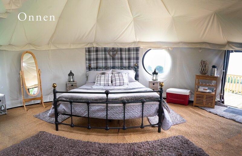 Onnen Snowdonia Glamping Nomadic Yurt, location de vacances à Bangor