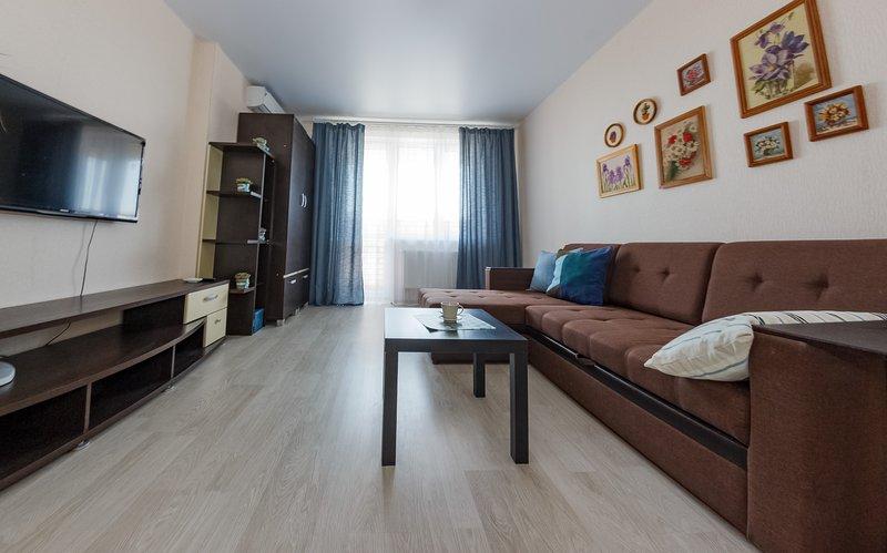 Двухкомнатная квартира в Перспективе! Высокий этаж, casa vacanza a Krasnodar