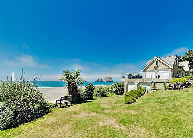 Spectacular Oceanfront Chateau | Firepit & Sunset-View Decks, Steps to Beach, holiday rental in Cape Meares