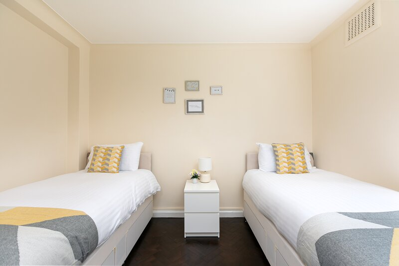Cozy Apartment direct bus to London Bridge, holiday rental in Wood Green
