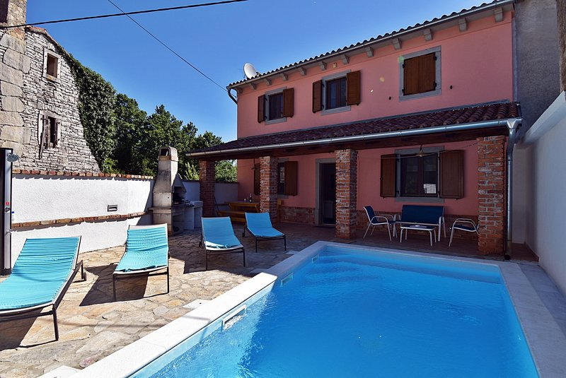 Holiday Home Oleandar - Three Bedroom House with Private Pool, holiday rental in Orihi