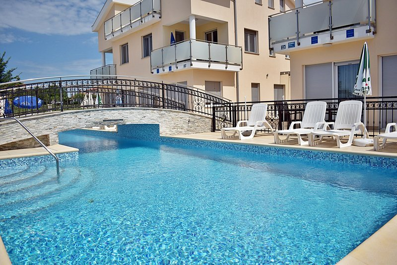 Apartments Funtana - One Bedroom Apartment with Pool and Terrace, alquiler vacacional en Funtana