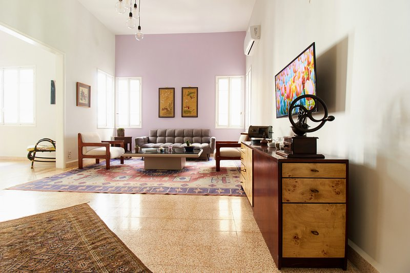 Coffee Museum - 2bdr. Apartment in Hamra -  By Cheez Hospitality, holiday rental in Khalde