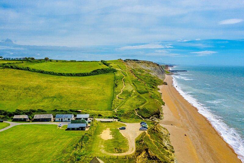 Modern 2 Bedroom Beach Chalet in Eype, near Bridport, Dorset, location de vacances à Bridport
