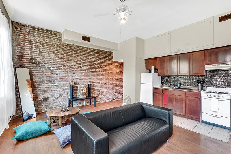 New Peaceful Serene Apt in Queens Village-Center City, location de vacances à Camden