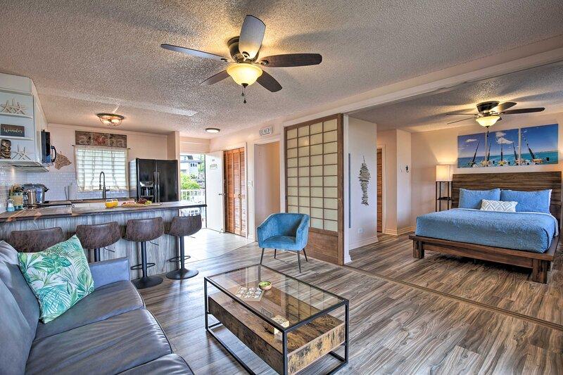 NEW! Downtown Kona Getaway w/Lanai, Walk to Beach!, vacation rental in Kailua-Kona