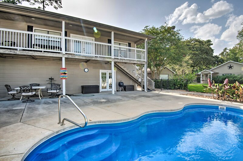 NEW! 2-Unit House Venue w/ Pool, + Pet Friendly!, holiday rental in Spring
