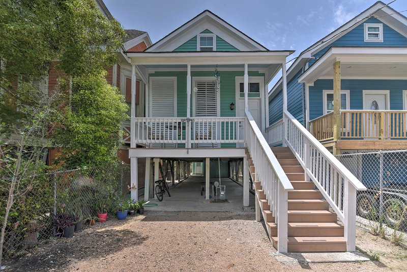 NEW! Revamped Home ~2 Mi to Galveston Seawall, alquiler de vacaciones en Galveston