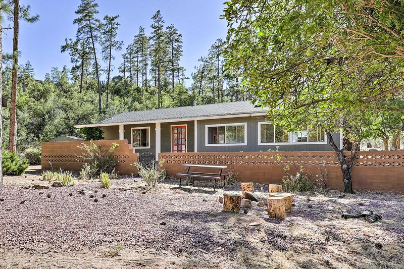 Private Prescott Home ~ 2 Miles to Downtown!, casa vacanza a Skull Valley