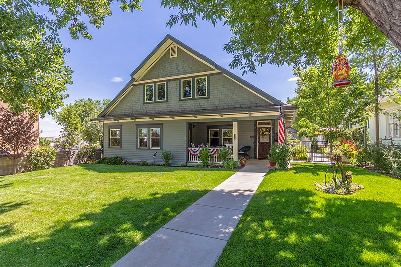 NEW! Historic Prescott Home w/ Yard: Walk Downtown, location de vacances à Prescott Valley