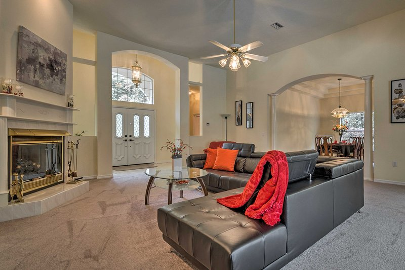 Spend a blissful week at this high end Lecanto home.