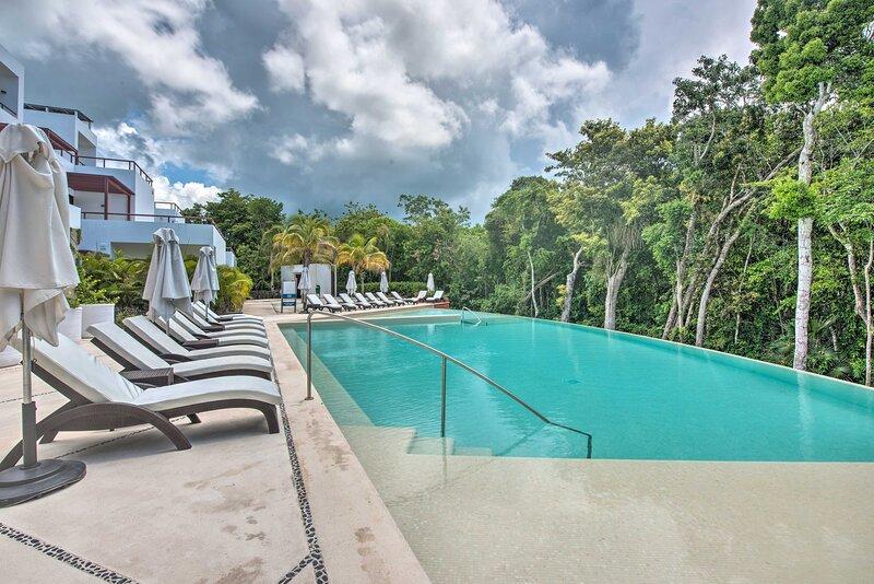 NEW! Modern Akumal Getaway w/Infinity Pool Access!, location de vacances à Chemuyil