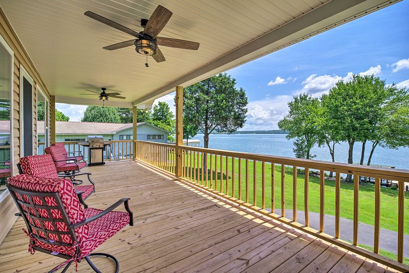NEW! Lakefront Home w/ Deck, Prvt Boat Dock + Ramp, casa vacanza a Rockwood