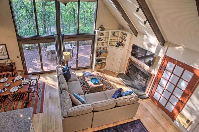 A-Frame Cabin w/Grill, Steps to Wintergreen Slopes, alquiler vacacional en Lovingston