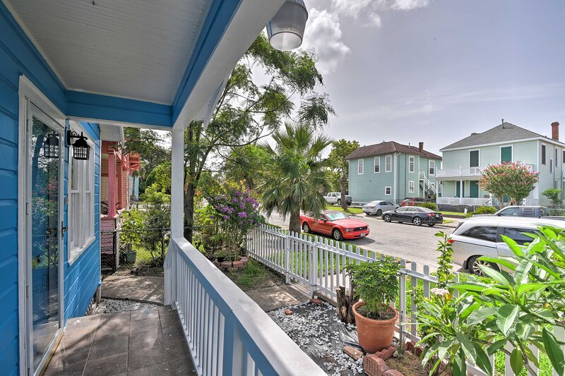 Settle in for a sunny getaway at this Galveston cottage!