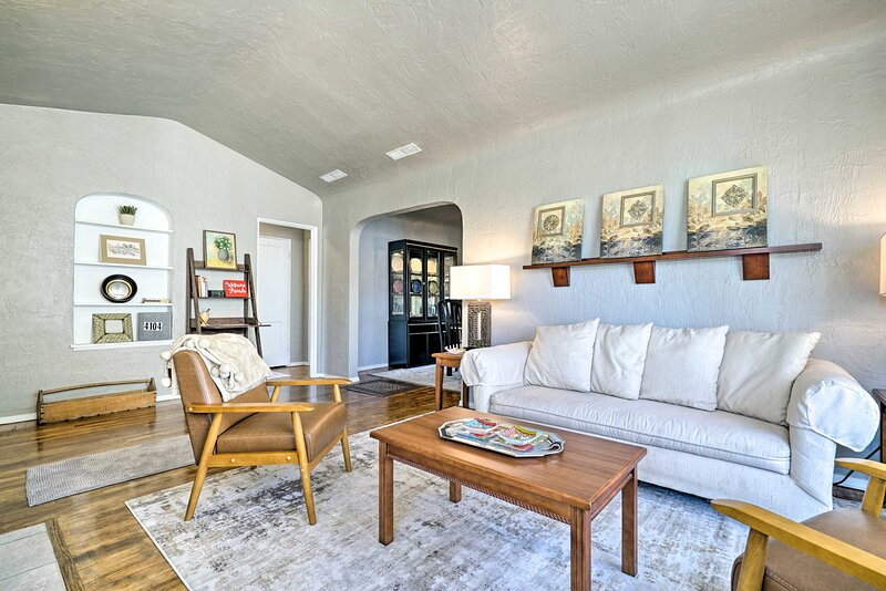 New! El Paso Home w/ Backyard + Outdoor Fireplace!, holiday rental in Santa Teresa
