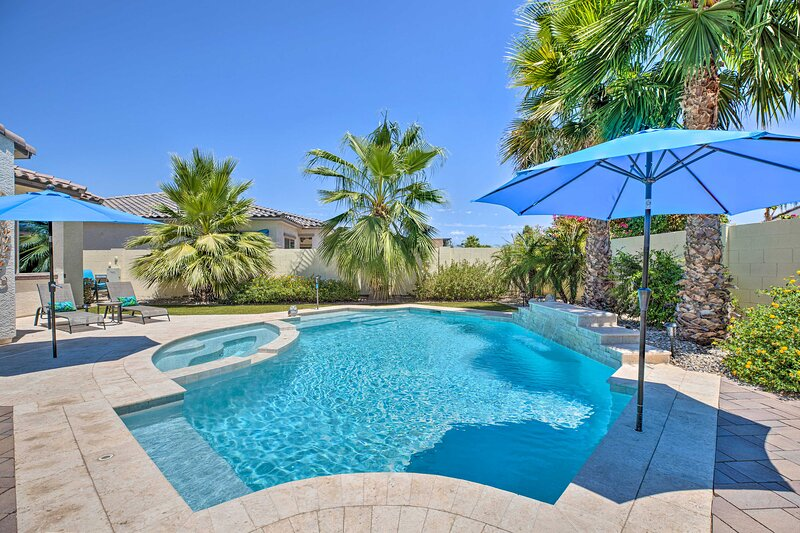 NEW! Azure Home Getaway w/ Outdoor Oasis + Spa!, vacation rental in Litchfield Park