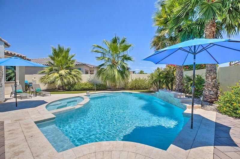NEW! Azure Home Getaway w/ Outdoor Oasis + Spa!, alquiler vacacional en Litchfield Park