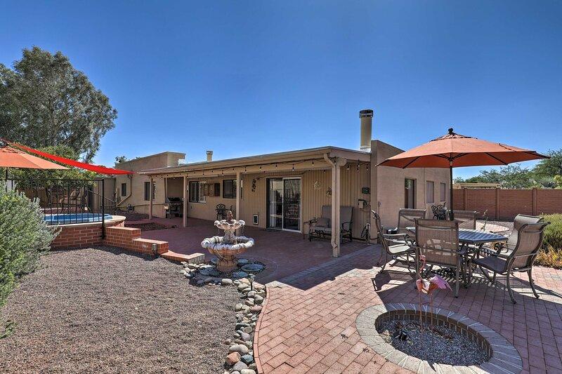 NEW! Tucson Retreat w/ Patio, Yard & Mtn Views!, aluguéis de temporada em Catalina Foothills