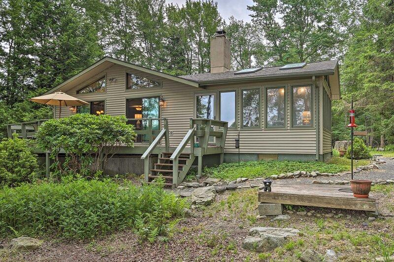 NEW! Lakefront Gouldsboro Home w/Deck + Sand Beach, vacation rental in Gouldsboro