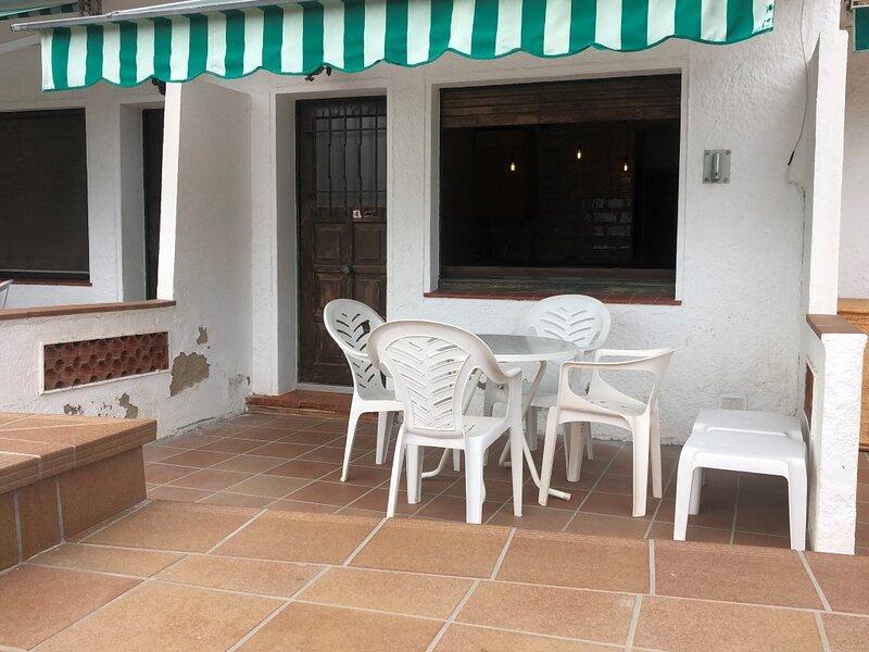 Apartamento a 50 metros de la playa, holiday rental in Roses