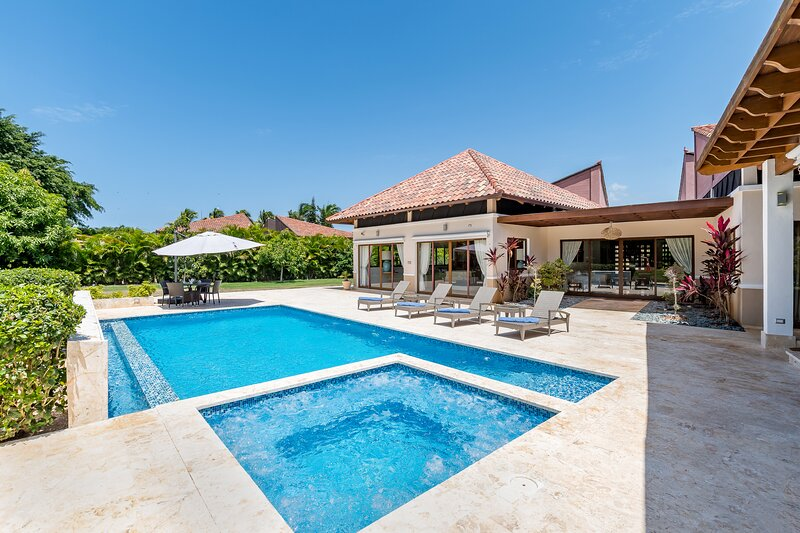 LAS CANAS 20: INCL CHEF, BUTLER, MAID, POOL, JACUZZI, GAMES, HIBACHI & GOLF CART, holiday rental in El Limon