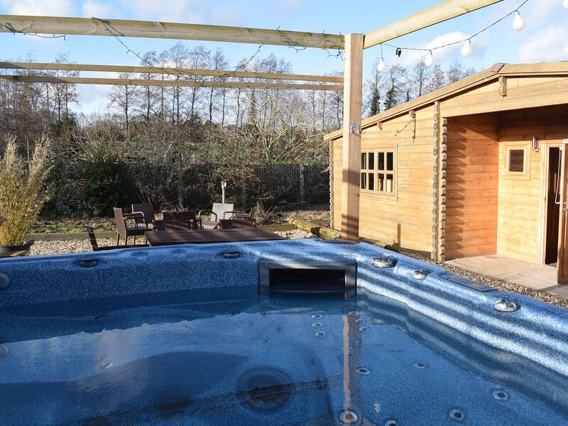 'Oak Lodge' Littlebourne, Canterbury (hot tub), vacation rental in Canterbury