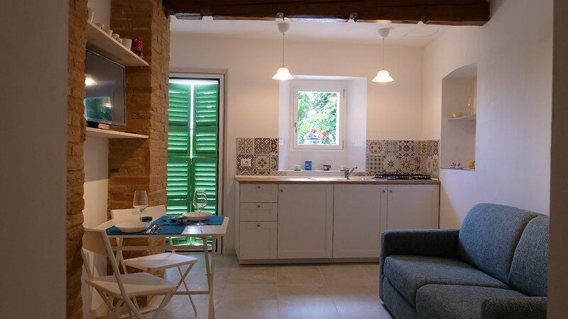 Appartamento in centro storico, alquiler vacacional en Morro d'Alba
