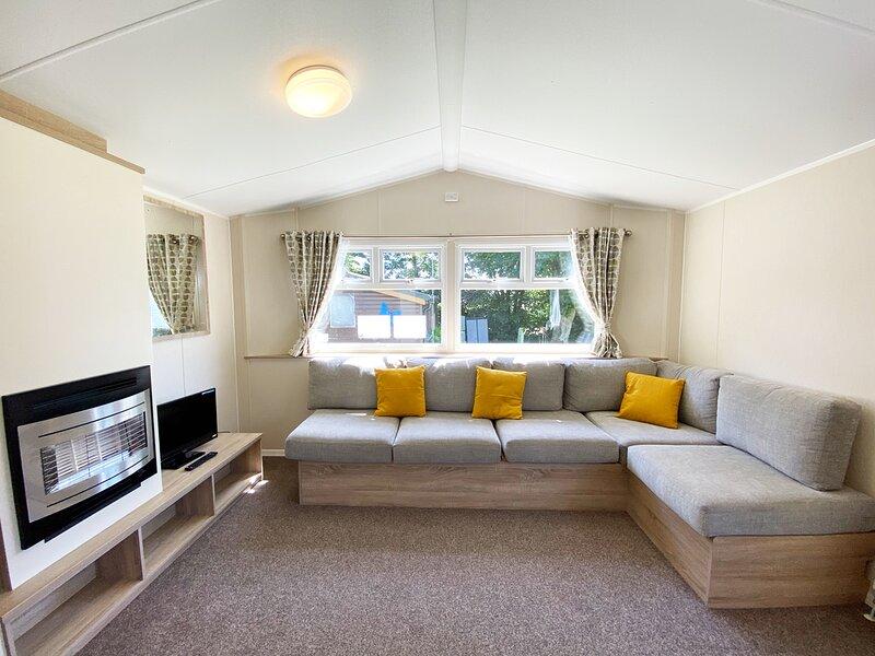 12 Lymington - 6 berth caravan, holiday rental in Roche