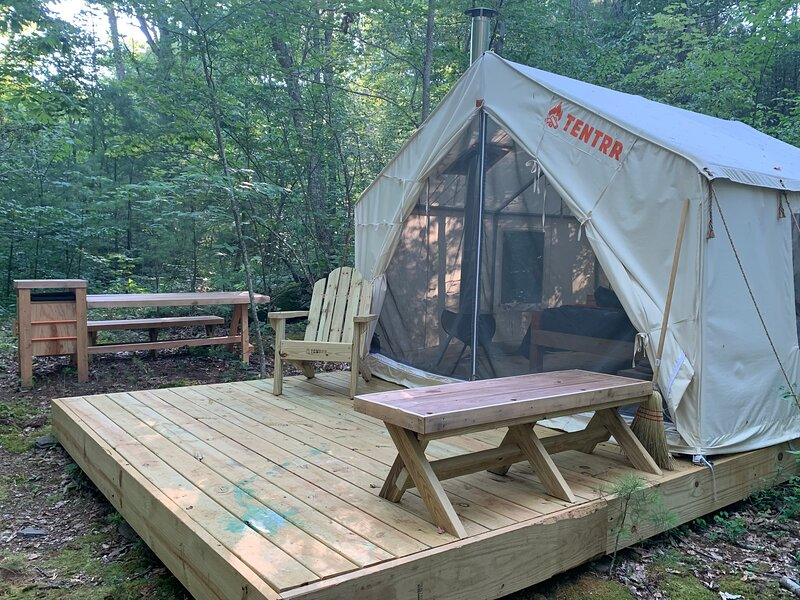 Tentrr Signature - Glen Falls House Resort   Babbling Brook, holiday rental in Round Top