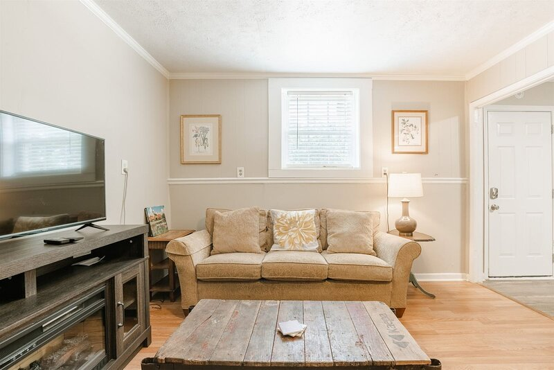 Unique 1 Bedroom Apartment In West Greenville Perfect For A Budget Traveler An Updated 2021 Tripadvisor Greenville Vacation Rental