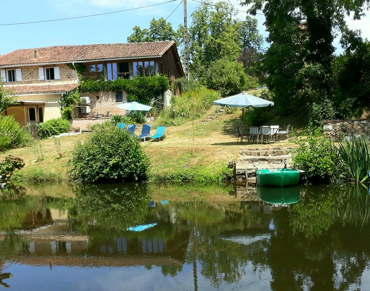 Menet, vacation rental in Montbron