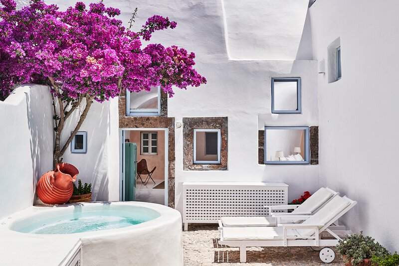 2 bedroom charming villa with hot tub, authentic character ,romantic atmosphere, vakantiewoning in Athinios