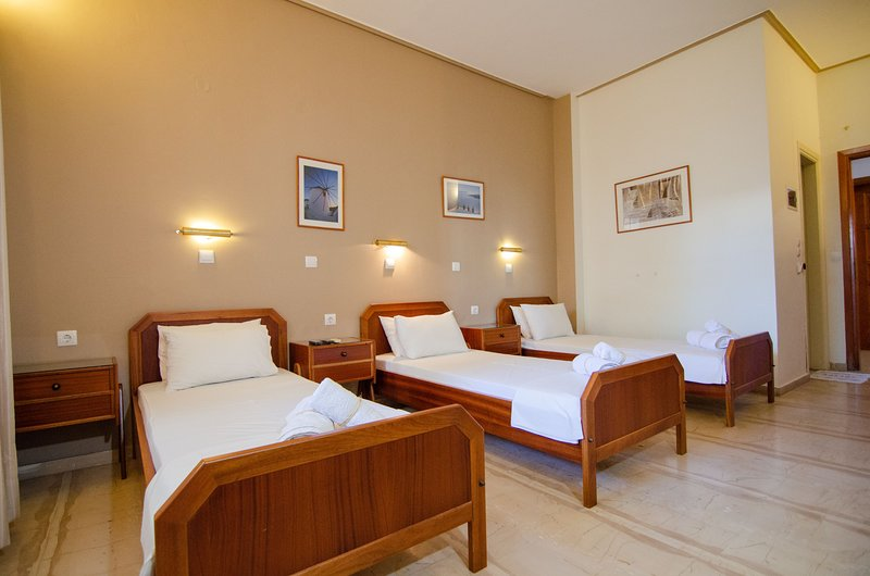 Ios Cycladic Seafront Suites - Triple Suite, holiday rental in Milopotas
