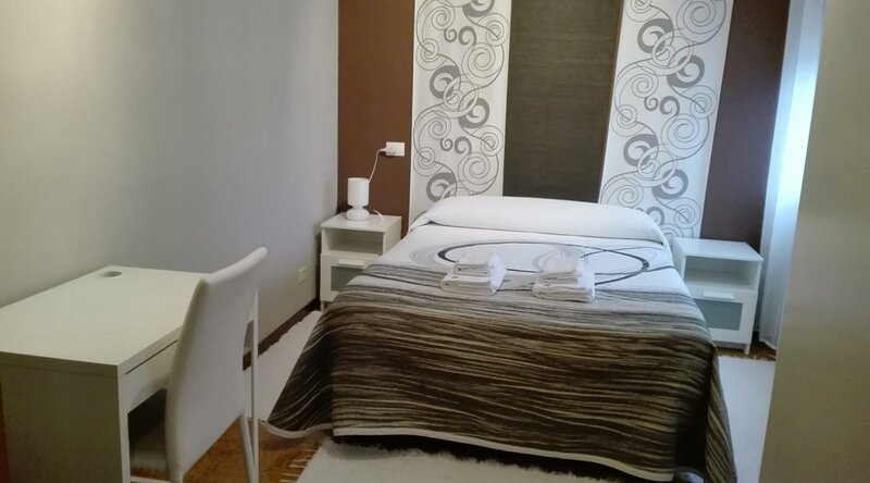 HOSTAL NAVIA, holiday rental in Lourido