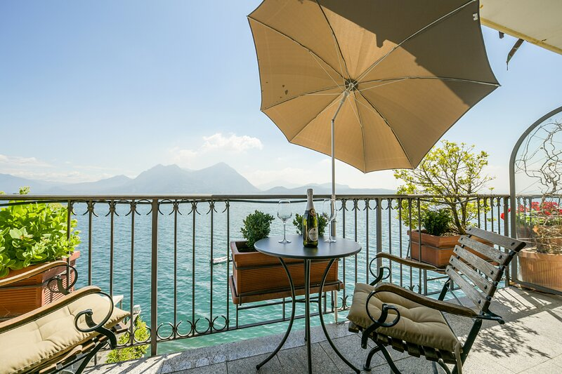Giulia apartment with wonderful lake view in Verbania Pallanza, holiday rental in Pallanza