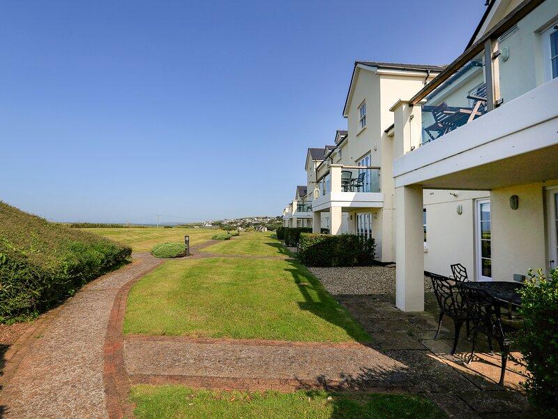 5 THURLESTONE BEACH, pet-friendly, close to the beach, terrace, sea views, location de vacances à Thurlestone