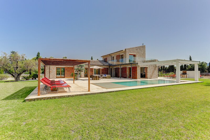 La Vinya, luxury 5 suite villa near Pto Pollenca, holiday rental in Majorca