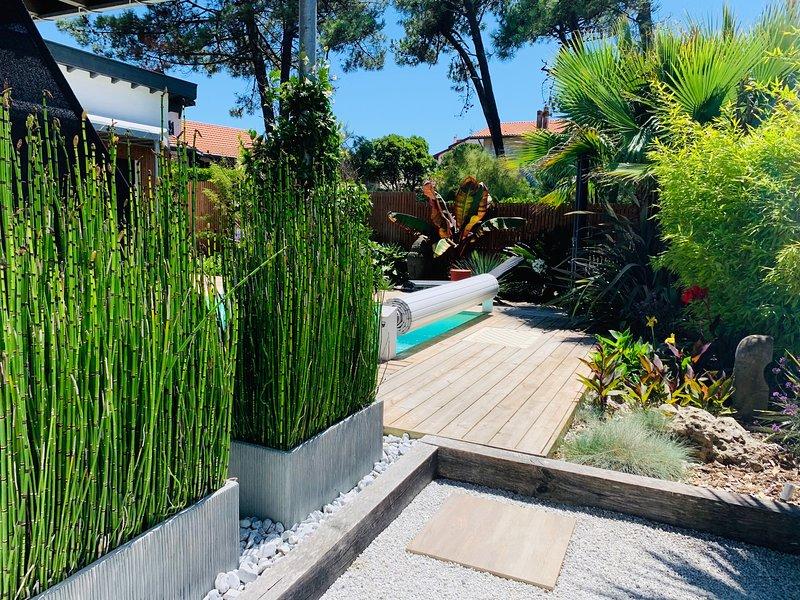 Maison de charme avec piscine chauffée à 250 m de la plage et 5 min d'Hossegor, vacation rental in Capbreton